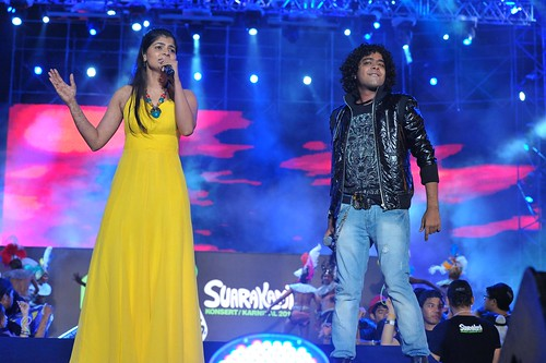Chinmayi (left) and Naresh Iyer (right)
