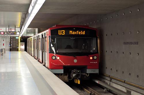 Wagen 766 hat den Endbahnhof Gustav-Adolf-Straße erreicht und wird in wenigen Minuten zum Maxfeld zurückfahren.