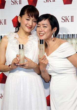 20111017_ayaseharuka_momoikaori_sk-ii-4