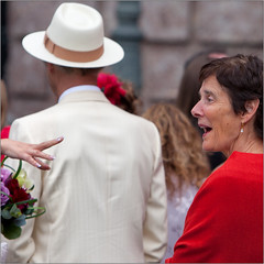 Body Language (Luc B - PhLB) Tags: bride bodylanguage tante bruid bruidsboeket warmwelcome hartelijkweerzien