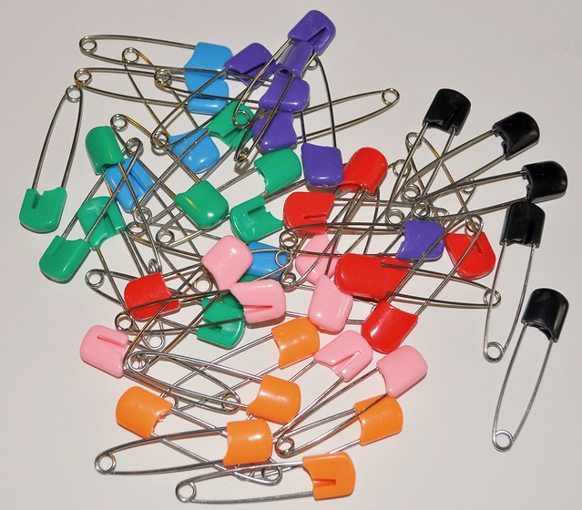 Standard colored diaper pins