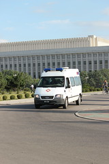 Ambulance in Pyongyang North Korea (Ray Cunningham) Tags: de north korea du popular repblica nord northkorea pyongyang core corea dprk coreadelnorte democrtica demokratische     hermitkingdom raycunningham vo