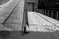 winter (Winfried Veil) Tags: leica schnee winter light shadow snow cold ice lines fence germany deutschland spur 50mm licht veil hamburg spuren trace traces icy zaun kalt eis schatten summilux asph winfried m9 linien zune eisig mobilew leicam9 winfriedveil dwwg