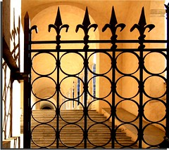 Tutto il mondo chiuso fuori. (meghimeg(temporarily disconnected)) Tags: shadow sun scale stairs gate arch ombra column sole lavagna cancello colonne archi 2011 porticato brignardello