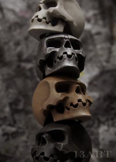XII Skulls 400x555