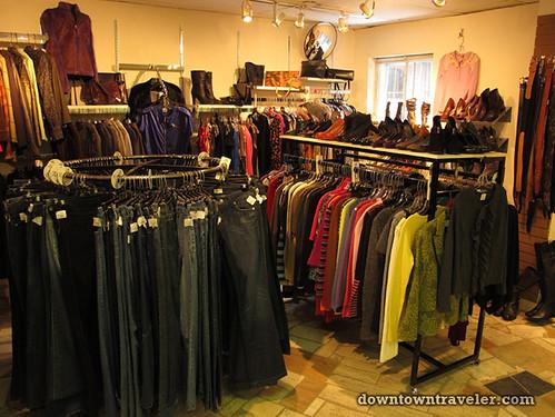 Friperie et bijoux thrift store in Montreal 2