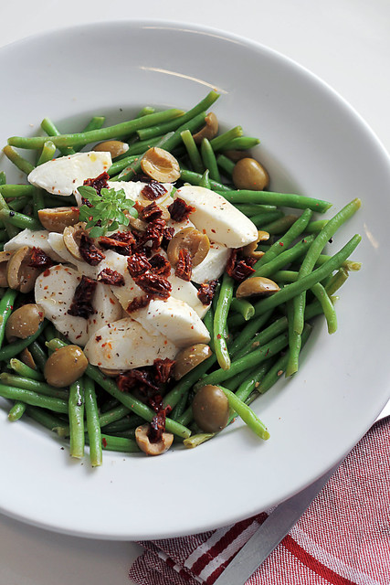 Green beans, Mozzarella and Green Olives