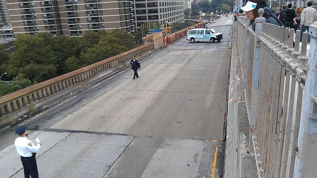 Brooklyn Bridge being closed - three vans on the way to hold arrested protesters
