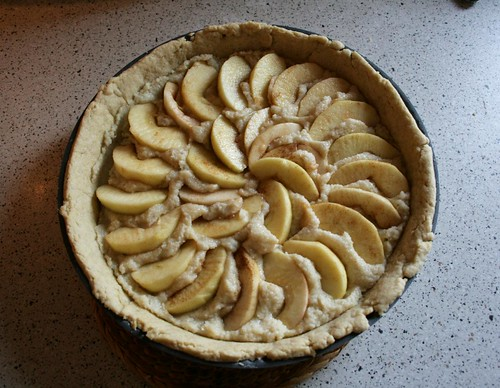 making apple tart