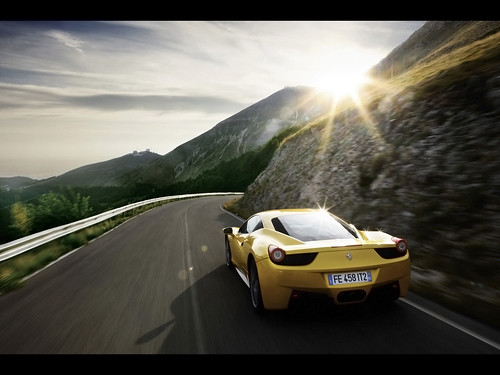 2011-Ferrari-458-Italia-Yellow-Rear-Angle-Speed-2-1280x960