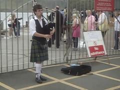 Bag Piper Portree Isle of Skye (sobergeorge One day at a Time) Tags: uk music paisajes skye movie scotland video isleofskye paisaje avi bagpipes paysage landschaft portree mov landskap msmaasdam sobergeorge voyageofthevikings bysobergeorge paisajesasombrosos vov2011