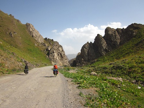 Coming down the south side of Khaburabot pass, 3255m.