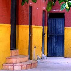 surveillance (msdonnalee) Tags: door stairs mexico puerta steps courtyard escalera porta mexique porte bluedoor primarycolors mexiko culturecenter escala vigilencia photosfromsanmigueldeallende fotosdesanmigueldeallende