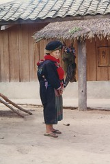 Near Muang Sing, Mien village, Mien woman with baby (Arian Zwegers) Tags: muangsing mien yao laos mienwoman woman yaowoman hilltribe tribe minorities minority traditionalclothing 1996