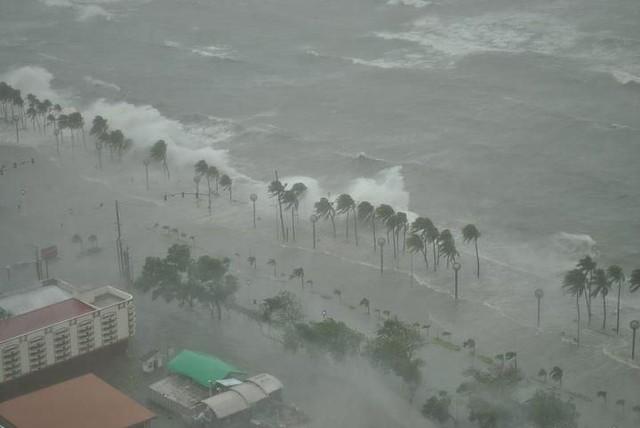 Typhoon Pedring - Roxas Blvd.