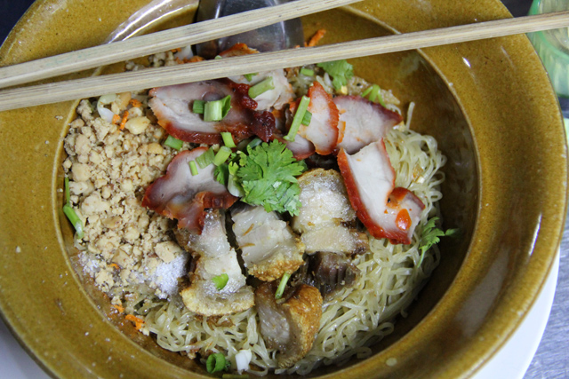 Ba Mee Haeng Moo Daeng Moo Krob บะหมี่แห้งหมูแดงหมูกรอบ
