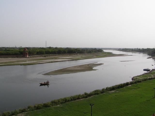 泰姬陵外面的亚穆纳河