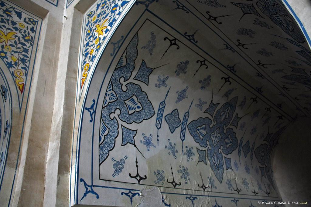 Pinturas decorativas dos mausoléus de Dorut Tilavat.