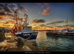41.2011 - Sunrise - Poole Quay - Frame (Pawel Tomaszewicz) Tags: sunset england sky colors beautiful clouds photoshop sunrise canon boats eos boat europe angle wide picture wideangle x dorset bournemouth hdr poole hdri chmury 3xp photomatix greatphotographers eos400d 1200x800 tomaszewicz paweltomaszewicz