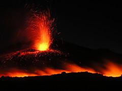 Attivit stromboliana e colata dal cratere di SE eruzione del luglio 2006 (Vulcanian) Tags: volcano lava nikon crater sicily etna eruption sicilia magma vulcano cratere lavaflow eruzione colatalavica