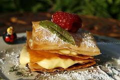 foto Millefoglie di pasta fillo alla crema di cocco  lamponi