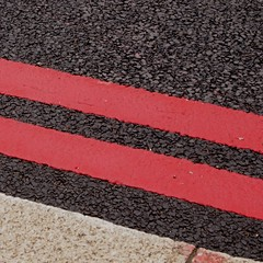 Double red lines (Luca Pettini) Tags: london pen olympus londra redlines m43 mft doubleredlines epl1 lucapettini