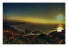 Cuando la luz te acaricia (Julio_Castro) Tags: sunset costa sun sol atardecer mar nikon asturias atardeceres lateafternoon cantabrico marcantabrico nikond200 costaasturiana nortedeespaa horamgica oltusfotos