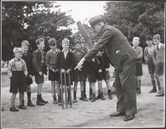 Anglų lietuvių žodynas. Žodis batting coach reiškia vatinas treneris lietuviškai.