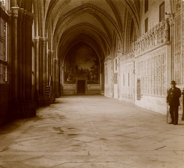 Claustro de la Catedral de Toledo en 1913. Fotografía de Luis Calandre Ibáñez