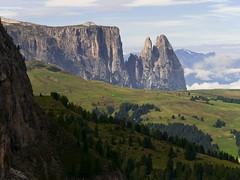 Seiseralm (Andreas Neuburger) Tags: italien italy nikon alto wandern trentino sdtirol adige d300 schlern seiseralm nikkor18200mm alpedisusi
