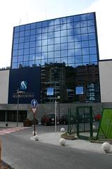 Vista del edificio desde el exterior. Vista completa