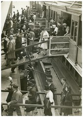 Disembarking South Steyne, Sydney, 1940 / attributed to Dennis Rowe