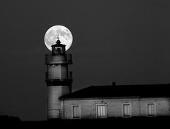 El Faro que ilumina a la Luna [ EXPLORER ] (Enrique Flores 71) Tags: moon lighthouse faro explorer asturias luna cudillero esplore principadodeasturias mygearandme mygearandmepremium mygearandmebronze
