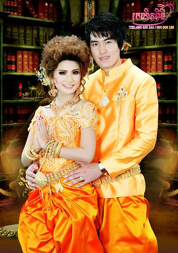 261833_225909320782971_100000917143350_653270_7798807_n by Cambodian Clothes