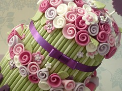 Two tier rose bouquet cake (The Designer Cake Company) Tags: birthdaycake ribbonrose flowerstem floralbouquet peggyporschen bouquetcake