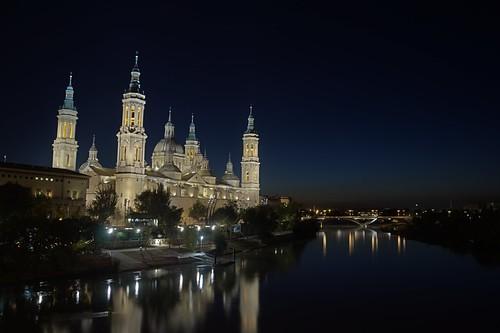 La Basilica del Pilar por la noche
