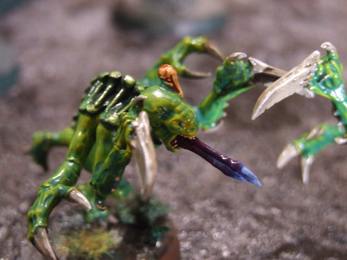 Genestealers, yellow-green