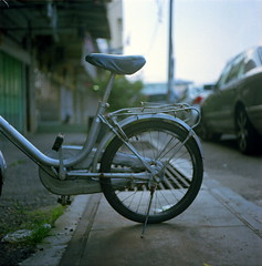 + (alemershad™) Tags: 120 6x6 tlr film bicycle analog mediumformat kodak bokeh squareformat malaysia mf analogue manual yashica pahang twinlensreflex yashicamat124g filem iso160 basikal alem pekan gerek basikallama pahangdarulmakmur kodakektacolor yashinon80mm vescan alemershad pelana 120my pekanbandardiraja canonscan9000f basikalmini bandarpekan