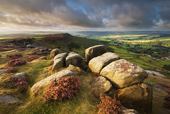 Fleeting Light on Curbar (andy_AHG) Tags: morning summer rural sunrise outdoors rocks derwentvalley derbyshire peakdistrict scenic moors pennines britishcountryside northernengland landscapephotography beautifullandscapes curbaredge