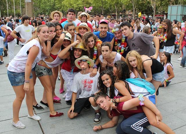 Jovenes Logroñeses celebrando los San Mateo