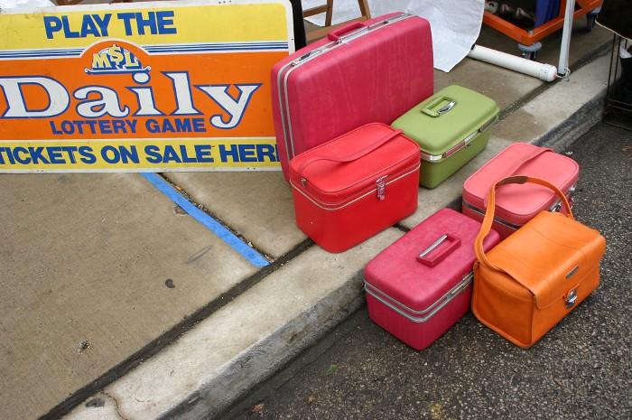 vintagebazaar_suitcases