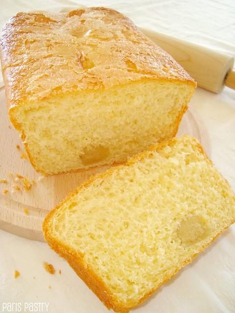 小杏仁饼馅的奶油蛋卷面包