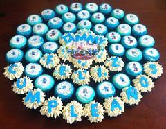 Smurfs cupcake cake (Miss Cupcakes) Tags: cake cupcake smurfs misscupcakes