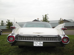 59 Cadillac Coupe de Ville (DVS1mn) Tags: white cars hardtop car minnesota de gm nine cadillac mn luxury coupe ville caddy nineteen 59 1959 fifty generalmotors ninety 2door ninetyfiftynine