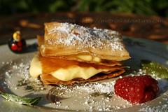 foto immagine Mille foglie di pasta fillo alla crema al cocco e lamponi