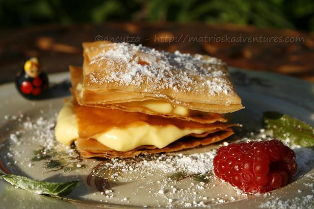 immagine foto Mille foglie di pasta fillo alla crema al cocco e lamponi