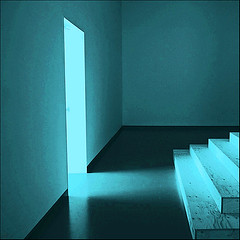 (#avril#) Tags: geometry lightshadow blueroom beamoflight