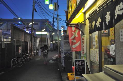 鶴見市場駅周辺