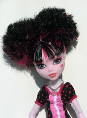 Monster High Fun (CornflowerBlue07) Tags: frankie ghoulia monsterhigh draculaura dayatthemaul