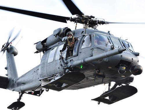 [フリー画像] 乗り物, 航空機, ヘリコプター, HH-60 ペイブ・ホーク, 201109291300